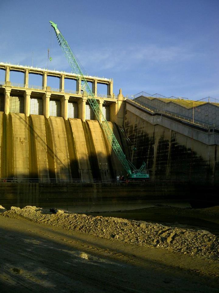 Dam Wall - 70t Crawler at work